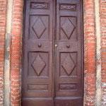 Portone a due ante in legno dipinto, bottega toscana sec. XX