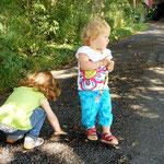 Steinchen sammeln war auch eine wichtige Beschäftigung für die Mädchen.