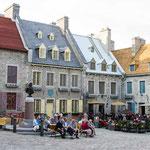 Les toits de couleur des maisons - Pour que les marins passant sur le St Laurent (quelque peu avinés) reconnaissent leur maison
