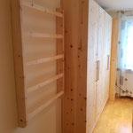 Schlafzimmerausbau aus Zirbelkiefer mit einem Vollholzschrank