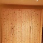 Schlafzimmerausbau aus Zirbelkiefer
