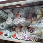 いろんな味のアイスで持ち帰りもあります
