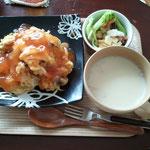 天津飯と豆乳スープ
