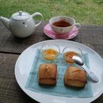 スコーンとバーニーバーニーの紅茶