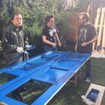 Lam, Mario und Ben beim streichen