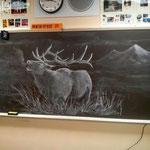 Учитель рисования каждый день создает шедевры на доске, чтобы вдохновить своих студентов