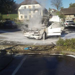 Fahrzeugbrand in der Nähe einer Tankstelle