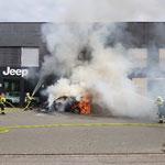 Fahrzeugbrand bei einer Garage