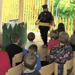 Die Wespendame singt ihr Flug-Riech-Lied