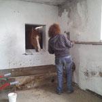 Rasta überwacht die Malerarbeiten in der neuen Sattelkammer
