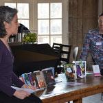 Literaturwissenschaftlerin Dr. Jasmin Behrouzi-Rühl und Poetry Slammer Thorsten Zeller stellen in der Cocktailbar SOULD4RINKS 10 Bücher vor. Die Bücher sind ein Geschenk der Buchhandlung am Park. Foto von Corinna Weigelt - Ernst-Ludwig-Buchmesse 2018
