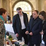 Bürgermeister und Erster Stadtrat begrüßen Sonja Böckmann. Foto von Lutz Böckmann - Ernst-Ludwig-Buchmesse 2018