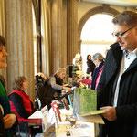 Kinderexperten unter sich: Erster Stadtrat Peter Krank und Autorin Katrin Handel. Foto von Beatrix van Ooyen - Ernst-Ludwig-Buchmesse 2018