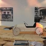 Zirbenholz von Schreinerei Holzwoi sind ein olfaktorisches und Erlebnis. Das Rutschauto FLINK ist ein großzügiger Tombola-Preis von phim aus Berlin. Foto von Martin van Ooyen - Ernst-Ludwig-Buchmesse 2018