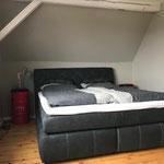 Schlafzimmer 2: Kingsize Boxspringbett
