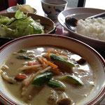 タイカレー(サラダ、おしんこ付き)