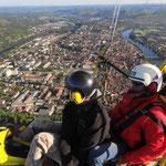 Avec le vol Aventure il est possible également de contempler la ville de cahors comme vous ne l'avez jamais vue ! www.bapteme-lot-ulm.fr