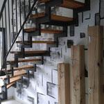 Wandbild mit Lasurtechnik und Lackierung des Treppengeländers
