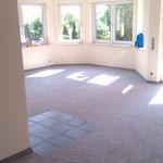 Teppichverlegung mit eingelassenen Fliesen