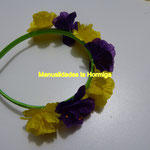 corona de flores artificiales