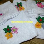 toallas decoradas con flores de tela