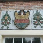 Das restaurierte Wappen der Stadt Emden ist wieder am Platz.