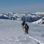 Raquettes à neige avec un accompaganteur montagne