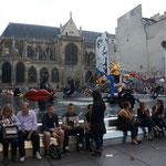 Platz neben dem Centre Pompidou - Kunst so weit das Auge reicht