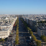 Champs-Elysées (oder auch Tschamse) vom Triumphbogen aus :)
