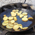 Die rohen Kartoffeln vor dem Einbrennvorgang: noch frisch und kasig.