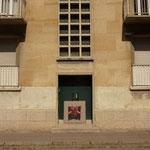 """""""Huipil""""au milieu de deux fenêtres (soleil à Paris)."""