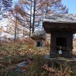昔は雨が少ない上田ではここで雨乞いをしたというお話。祠もその時の名残でしょうか