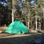 今回はMTC初のテント泊山行でしたが、2名での山行でした・・・もう少し増やしたいです エスパース設営