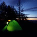 日の出が近いです!テントの明りが綺麗です