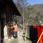種平小屋に戻り仮眠用のテントも干したりします
