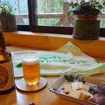 多摩の地ビールと猪とチーズの燻製!全て美味しい!ビールも2本飲みました!さり気なくMTフェイスタオル…