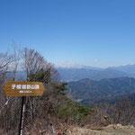 子檀嶺岳は1,200m以上あるのですね!来年でも近くのキャンプ場を利用して二日間で子檀嶺岳や夫神岳に登る企画をしたいです!