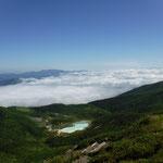 昭和湖と焼石岳が見えます