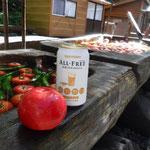 ワサビ平小屋でトマトとノンアルを頂く
