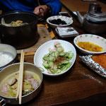 田辺さんからもおかずをいただき、豪勢な夕食