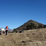 雁峠に到着!目の前に笠取山