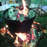ダッチオーブンには何が何でも炭を乗せたい