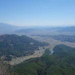 1時間で登れます!景色は360度展望バッチリです!箱庭みたいです!左側が浅間山です