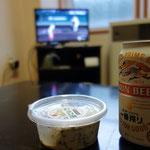 笠取小屋の帰りに丹波山村で買ってきたわさび漬けをつまみにまずは一杯!甲子園観戦です