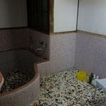 今回は入れませんでしたが、タイル張りのお風呂です!歴史を感じます~