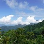 越後駒ヶ岳への稜線も見えます
