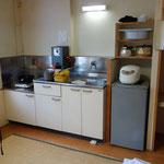 自炊棟の部屋付属のキッチンです!冷蔵庫あり文句ございません!