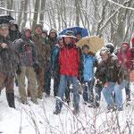 Zweiter Versuch eines Gruppenbilds im Wald bei heftigem Schneefall