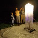 Nachtfalterexperte Dr. Klinger erläutert die Fangmethode