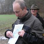 Robert Scheibel erklärt die Historie des stillgelegten Gleises
